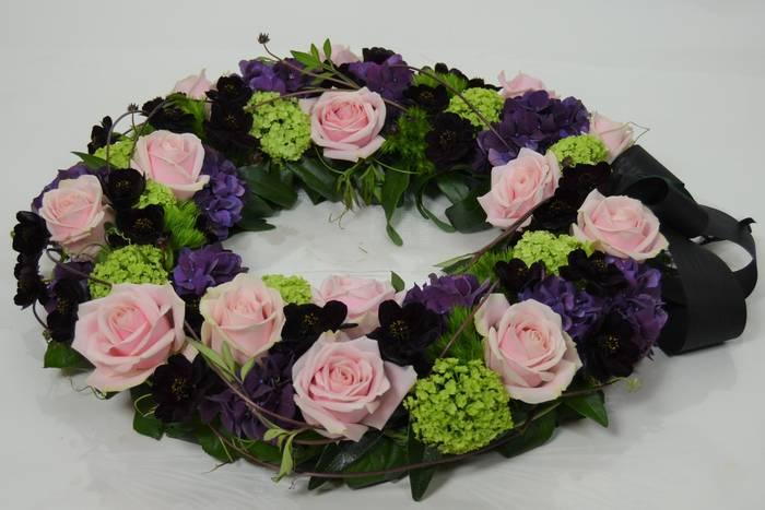 helmililja_hautajais_kukkaseppele